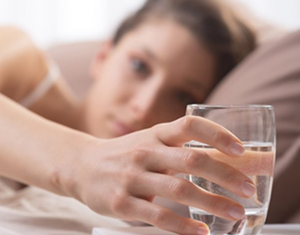 सुबह बासी मुंह पानी पीने के 10 फायदे