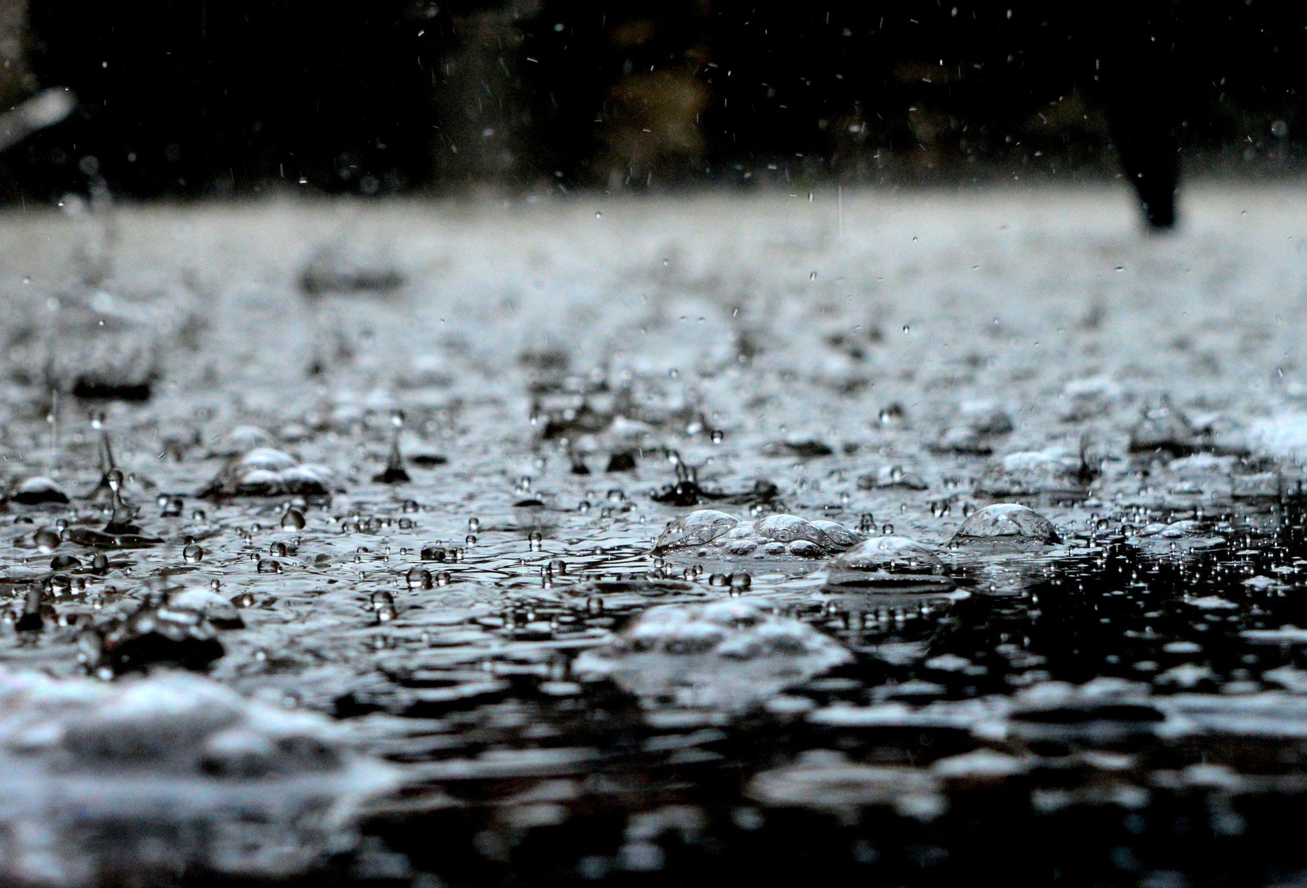 बरसात के मौसम में कैसे रखें खुद को स्वस्थ