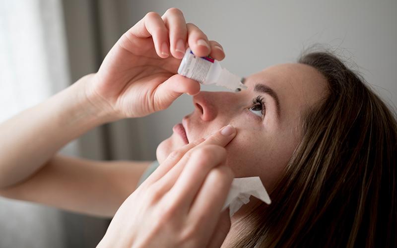 आँखों में दर्द से राहत के घरेलू उपचार | Daily Health Tip | Aayu App