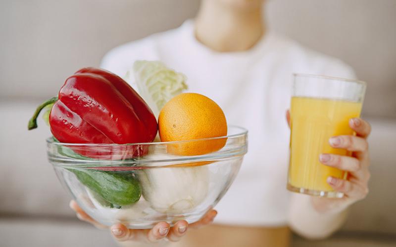 बैलेंस डाइट से नहीं हो रही विटामिन और मिनरल्स की कमी पूरी, तो ले सकते है ये सप्लीमेंट्स | Daily Health Tip | Aayu App