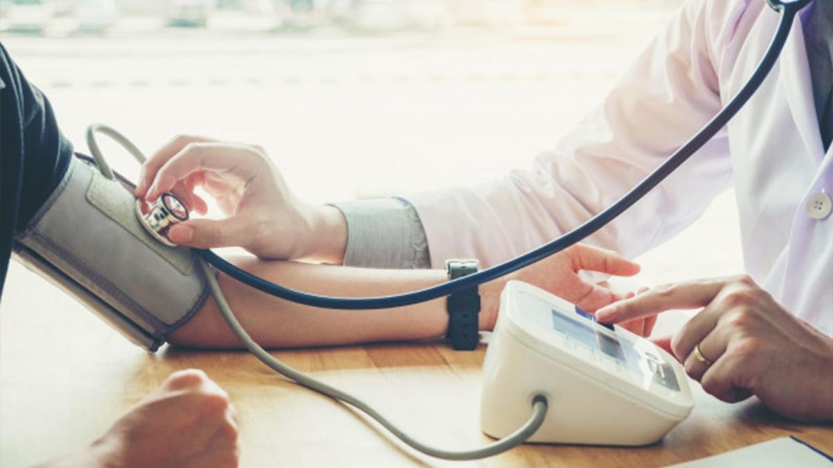 हाई ब्लड प्रेशर के घरेलू उपचार जानें | Daily Health Tip | Aayu App