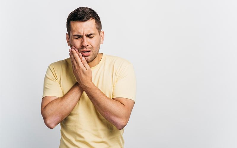 दांत के दर्द का रामबाण इलाज जानकर रह जाएंगे हैरान | Toothache Home Remedy