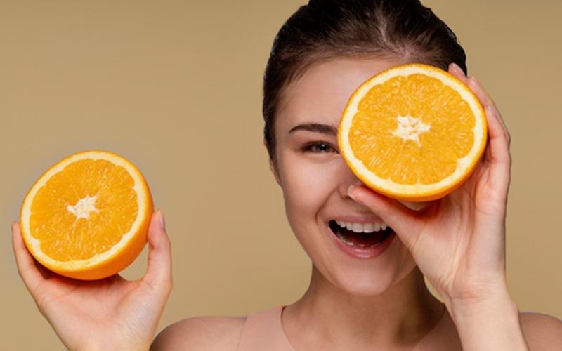 ग्लोइंग स्किन के अलावा और 7 तरह से मददगार है संतरे के छिलके