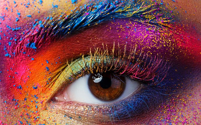 होली खेलते समय अगर आँखों में रंग चला जाए तो ऐसे करें इलाज
