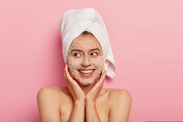 Holi skin care tips with scrubbing