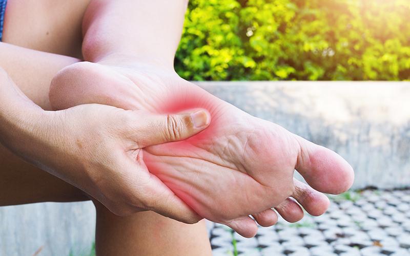 Tiredness in legs: पैरों की थकान दूर करने के 5 आसान उपाय