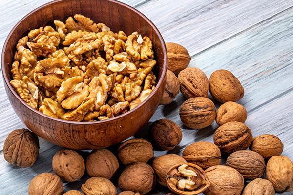 Eat walnuts to keep strong bones