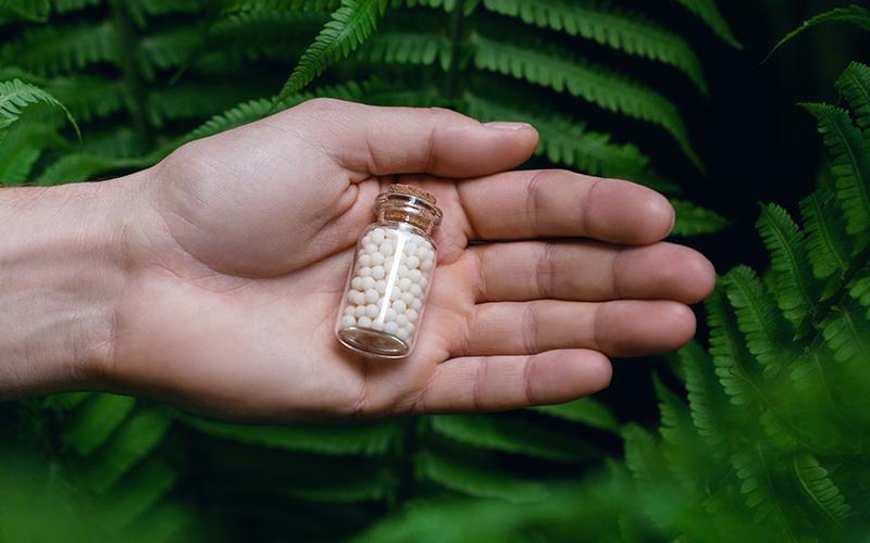 World Homeopathy Day 2021: होम्योपैथी में है बीमारियों का बेजोड़ इलाज, जड़ से खत्म होते हैं रोग