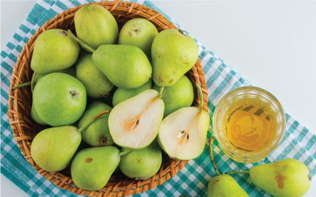 Monsoon fruits Pear